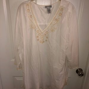 PLUS SIZE | White Tunic with Beautiful Embroidery